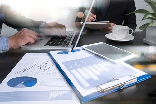 ERP_shutterstock_386111203_technology_busy_coffee_marketing_bi_sales_meeting